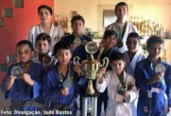 Judô de Bastos conquista 13 medalhas no Torneio da Acert 2019, disputado em Tupã